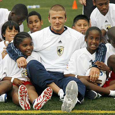 August 17, 2007: David Beckham participates in a youth soccer clinic at Jacob Schiff Field in Harlem, New York City today. Credit: INFphoto.com    Ref.: infusny-52/80 beckham at youth soccer clinic  david beckham 25038-25038 united states © insight news and features, inc.